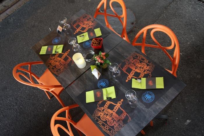 Création et composition d'éléments de communications pour le Restaurant À la Couronne de Scherwiller par l'Agence Cré Home.