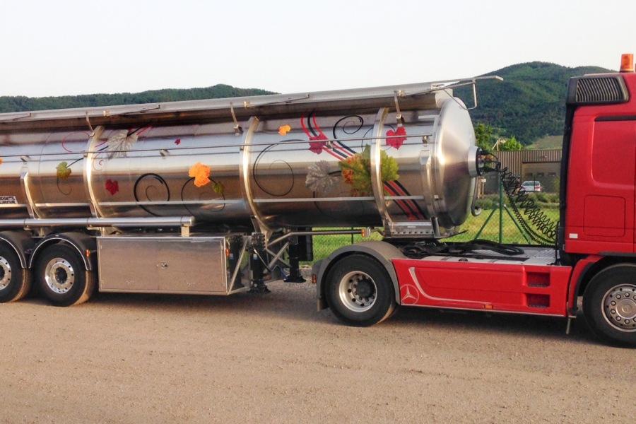 Marquage et décoration de remorque et tracteurs Transports Kempf par l'Agence Cré Home.