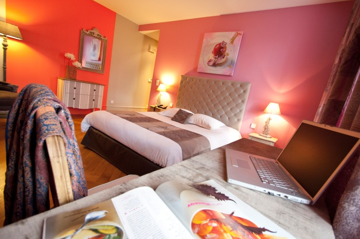 Création de toiles sur le thème de chaque chambre de l'Hôtel Kléber, selon les pâtisseries de Christophe Felder, par l'Agence Cré Home.